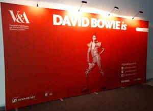 David Bowie is Barcellona Cartellone Museu del dessiny